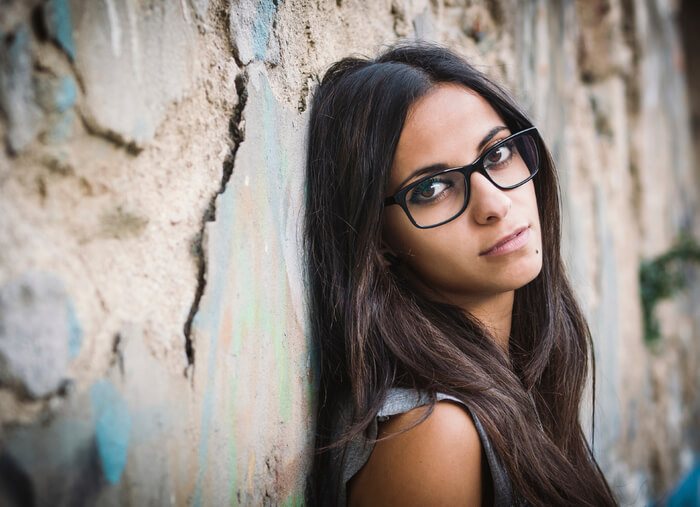 8 Cute Things That Shy Girls With Glasses Do Great Love