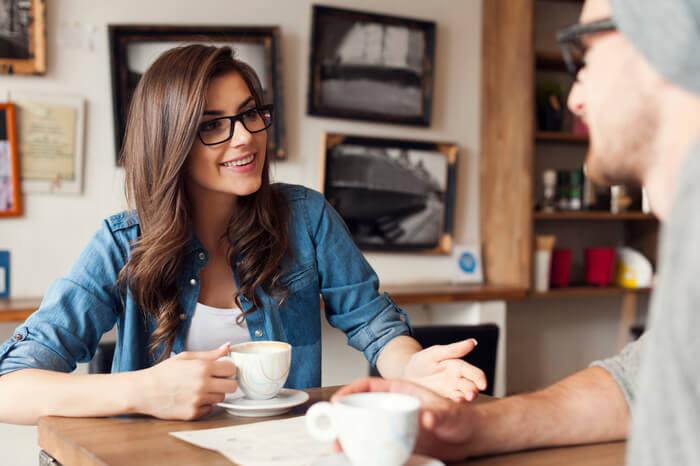 9 Suspicious Behaviors Between Your Boyfriend and Friend